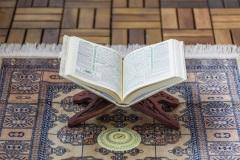 Stille Momente mit Gott: Beten zu Hause während Ramadan in Corona Zeiten (Selbst Portrait)