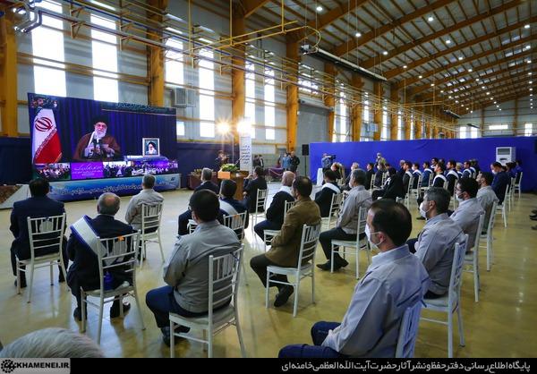 Imam Chamenei betont die Präsenz junger Fachkräfte auf dem Gebiet der Arbeit und Produktion im Land