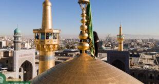 Flagge auf Kuppel des Heiligtums von Imam Rida (a.s) durch eine grüne getauscht