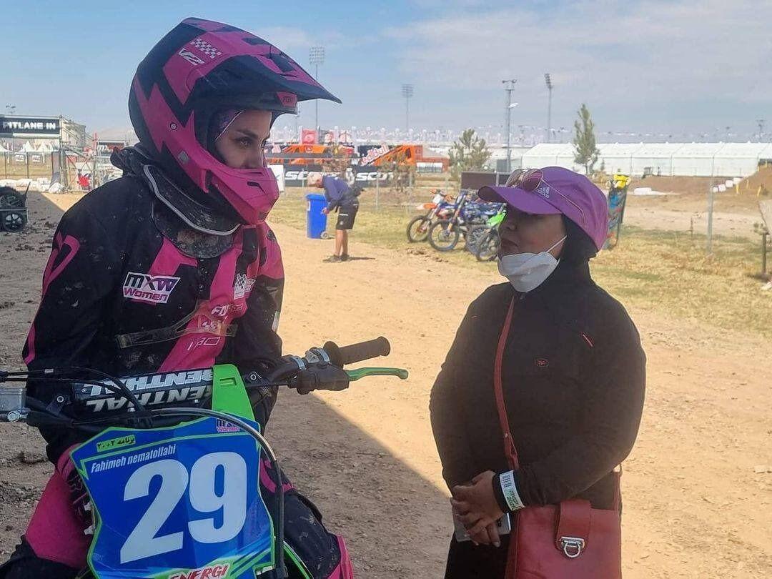 Fahimeh Nematollahi ist Irans erste Sport-Motorradfahrerin
