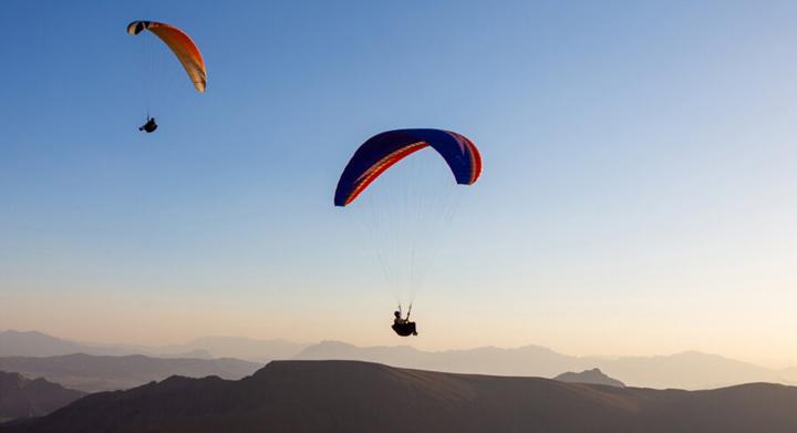 Gleitschirmfliegen in Schahr-e Kord